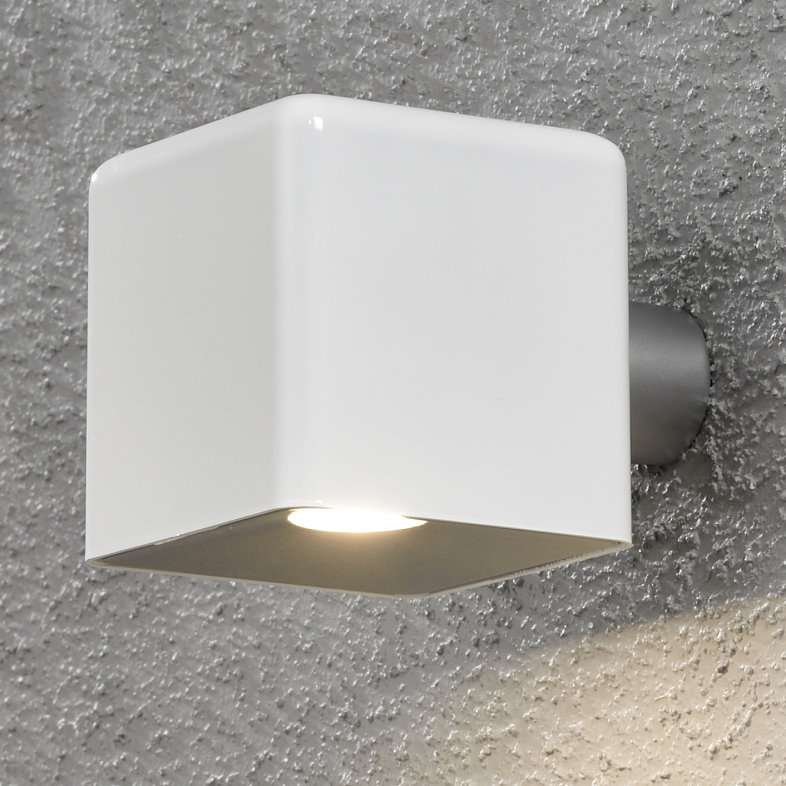 Amalfi White Garden Wall Light With Transformer