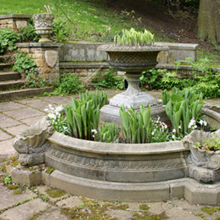 Small Windsor Garden Fountain Pool Surround