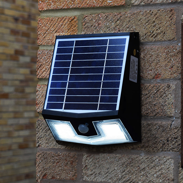 HIGH PERFORMANCE SOLAR POWERED LIGHTING
